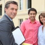 Køber af nyt hus med deres ejendomsmægler
