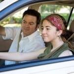 Pige til køreprøve for at få kørekort