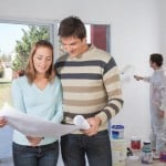 Ungt par renoverer lejlighed