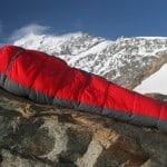 Sovepose på bjergtop