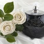 Urne med hvide roser - begravelse
